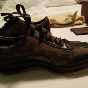 Authentic Louis Vuitton Sneakers Woman's 7.5
